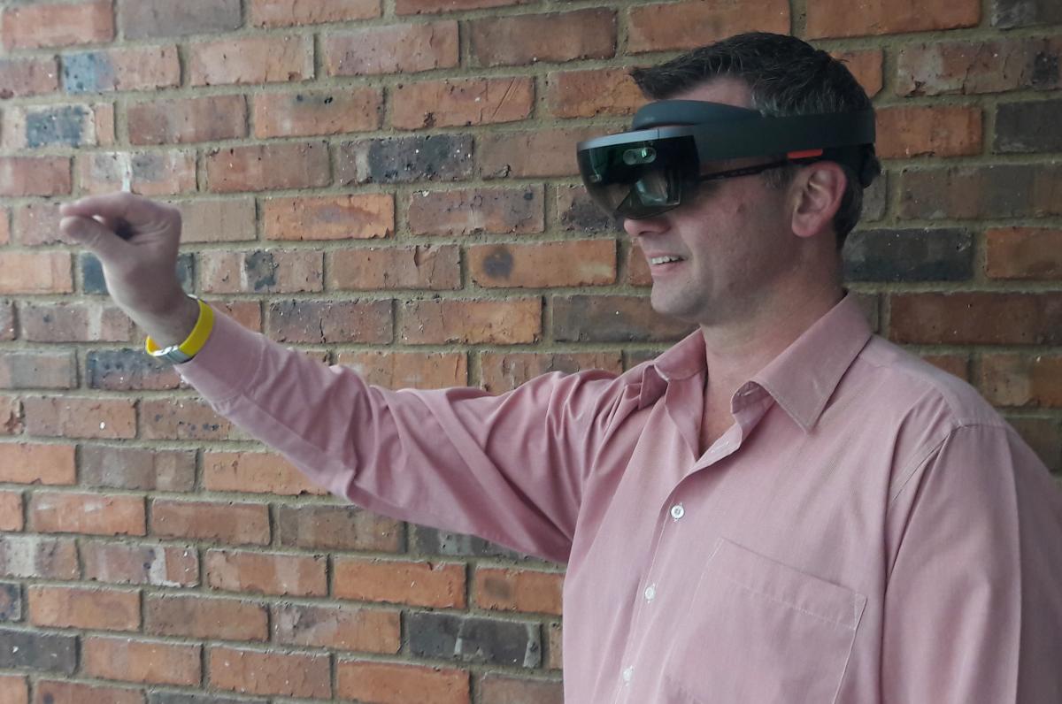 Microsoft_HoloLens_Augmented Reality